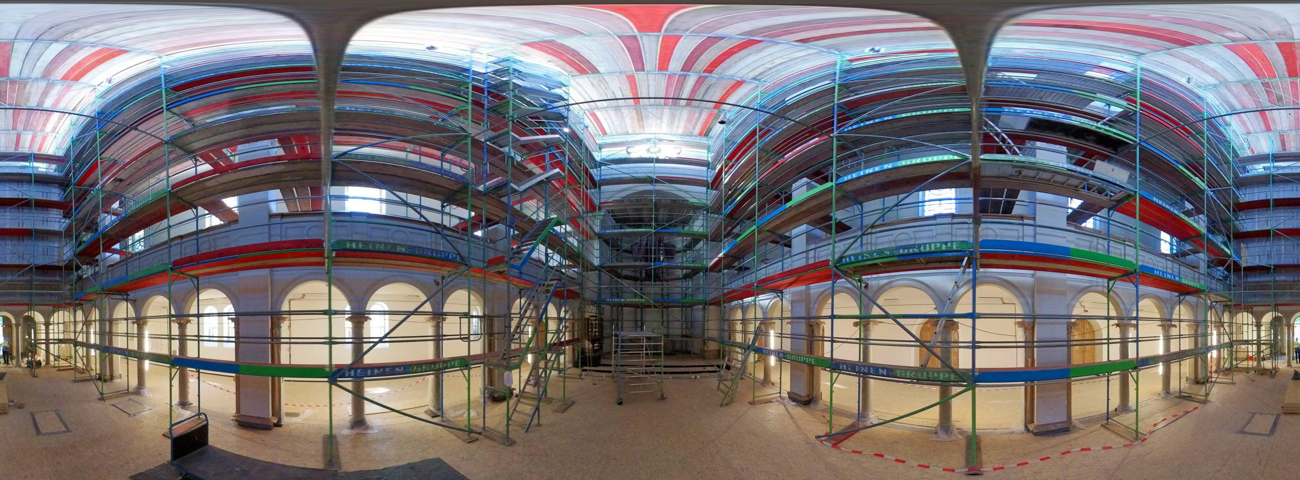 360 grad Bild von Raumgerüst bei der Sanierung der denkmalgeschutzten Trinitatskirche in Köln